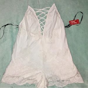 forever 21 white lace romper 🤍